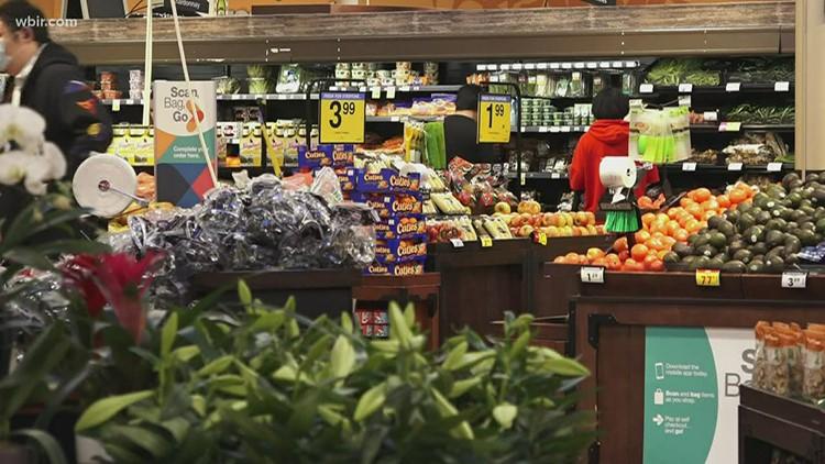 Tennessee celebrará días libres de impuestos en ventas de artículos escolares, comida y equipos de seguridad para armas