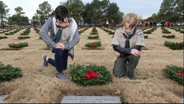 How a family is making sure grave sites of servicemen and women have wreaths this season
